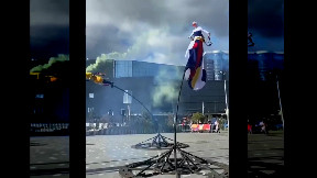 item: 'Street acrobat performance gone wrong'